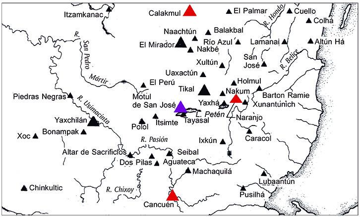 """Mapa 1. En color rojo los sitios pertenecientes a la colectividad de <strong>7-9-</strong>[T544.501]<strong>-ni</strong>, """"7-9 Cuevas"""". En color morado el sitio asociado con el título contemporáneo <strong>4-</strong>[T544.501]<strong>-ni,</strong> """"4 Cuevas"""". Años 656 d.C.-787 d.C. Esquema elaborado por Alejandro Sheseña sobre un mapa tomado de Sharer, 2003: 37."""